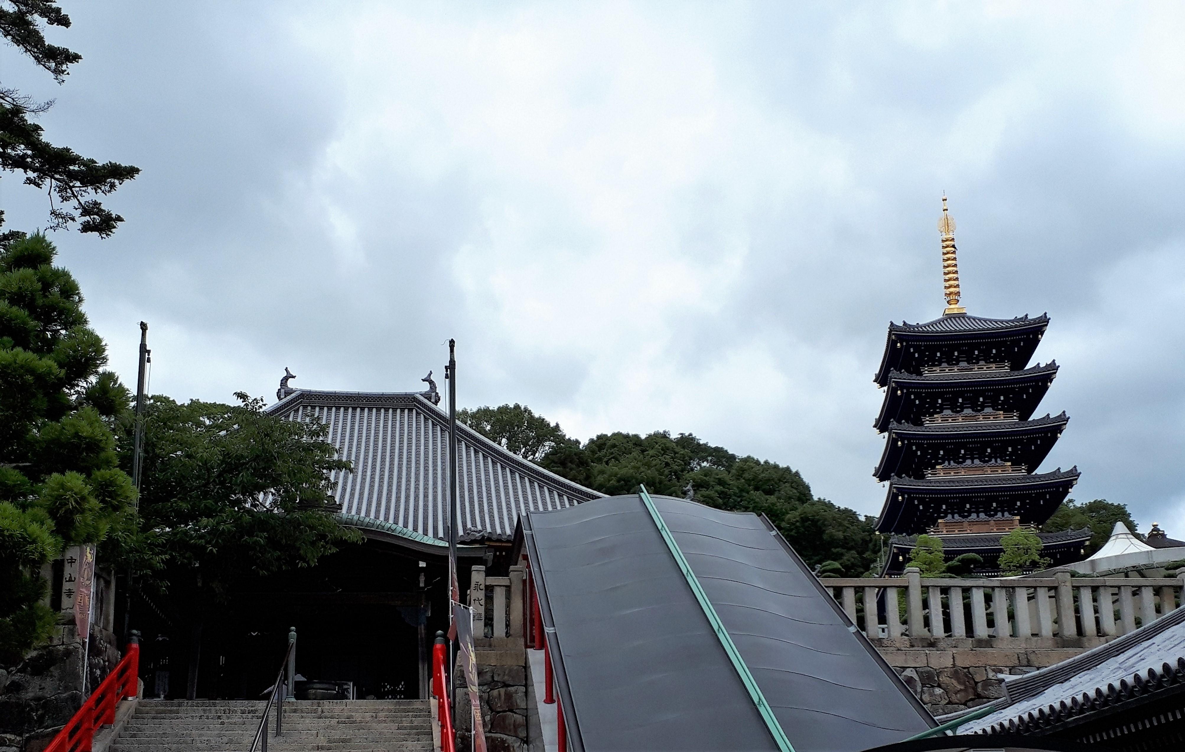 本堂&五重塔(中山寺)