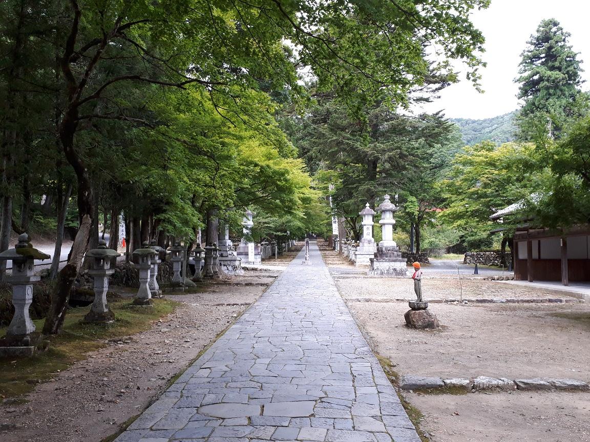 参道(華厳寺)